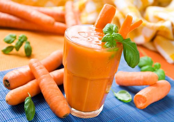 A sárgarépa egész évben kapható, magas rost- és alacsony kalóriatartalmának köszönhetően a belőle készült ital segít a fogyásban. Kattints korábbi cikkünkre a répaturmix receptjéért!