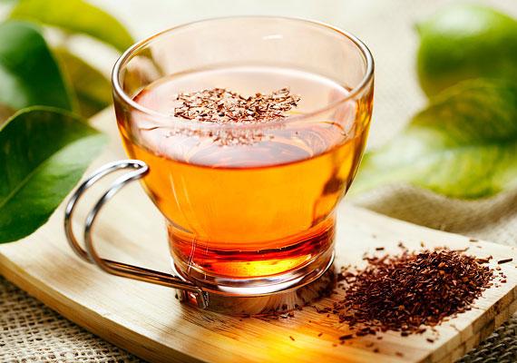 A rooibos tea melegen nyugtat, hidegen frissít - de bármilyen hőfokon fogyasztod is, támogatja a szervezet természetes méregtelenítő folyamatait. Emellett a benne lévő zsírégető hatású C-vitaminnak köszönhetően segíti a fogyást. Tudj meg többet róla!