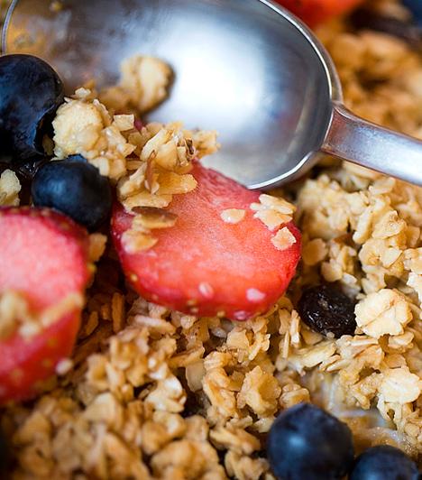 Müzli  Ha cukormentes, természetes, rostokban gazdag müzlit választasz, majd azt natúr joghurttal kevered össze, tökéletes reggelit alkothatsz, de önmagában is fogyaszthatod, ha nassolni támad kedved. Akár magad is elkészítheted válogatott gabonákból, de, ha nem szereted a macerát, a müzliszelet is jó választás.