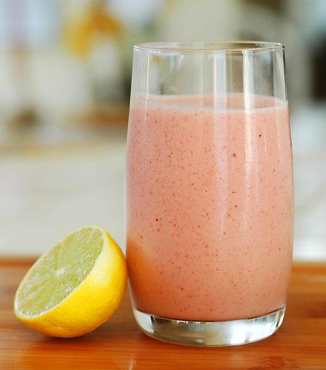 A legfinomabb turmix1 doboz zsírszegény joghurt1 banánfél bögre narancslé6-7 eper vagy 10 szem málnaTedd a turmixgépbe a gyümölcsöket a joghurttal és a narancslével együtt, majd turmixold 20 másodpercig. Állítsd le a gépet, kanalazd le a durvább részeket az oldaláról, majd indítsd újra.