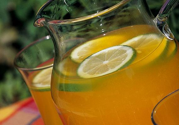 A gyümölcsökben található cukrok - bár jóval egészségesebbek, mint például a kristálycukor - szénhidrátot tartalmaznak, ezért hízáshoz vezetnek. Így még a 100%-os gyümölcslevek is hizlalnak.