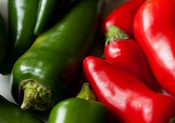 A chili hatásos fogyasztószerként is ismert: gyorsítja az anyagcserét, fő hatóanyaga, a kapszaicin emésztésserkentő hatással rendelkezik, és megtisztítja bélrendszert a káros salakanyagoktól.