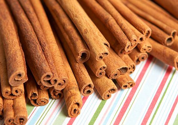 A fahéj fogyasztásával fokozhatod anyagcsere-folyamataidat is, ezzel is biztosítva fogyókúrád sikerességét. A fahéjat használhatod gyümölcssaláták, turmixok és levesek ízesítéséhez.