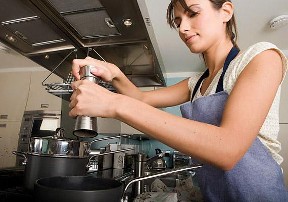 Az egészségtelen főzési szokások következtében is könnyen felkúszhatnak rád a pluszkilók. Ha túl sok sót fogyasztasz, azzal vízvisszatartásra ösztönzöd a szervezeted.