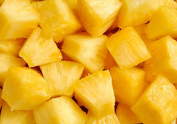 Az alacsony kalóriatartalmú ananász ballasztanyagai révén segít megtisztítani a bélcsatornát, és alaposan megdolgoztatja az emésztőszerveidet.