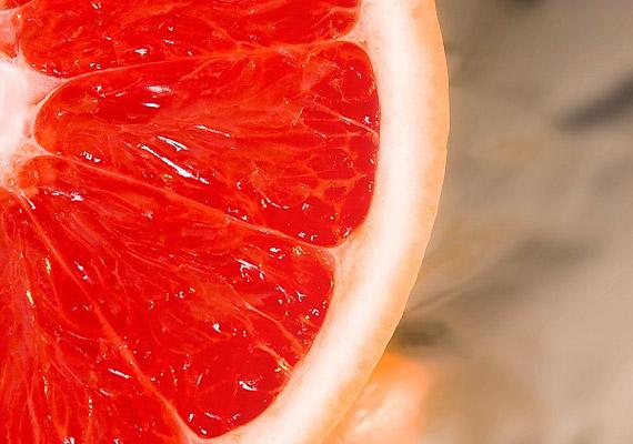 A grépfrút magas rosttartalma miatt felgyorsítja az anyagcserét, és kisöpri a belekre tapadt salakanyagokat a szervezetedből. Ettől pedig sokkal könnyebbnek érezheted magad, és a tápanyagok is könnyebben szívódnak fel.