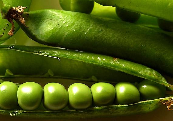 Elsősorban a zsenge zöldborsó segít a lúgosításban. Fogyassz belőle sokat a szezonban, mindössze arra vigyázz, hogy ha hajlamos vagy rá, ez a zöldség puffaszthat.