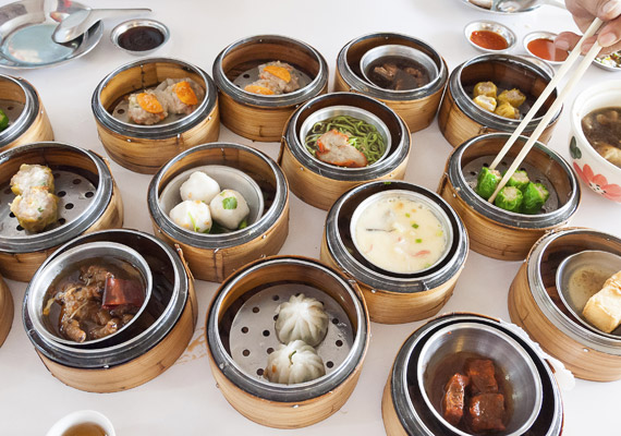 Az adagok tekintetében is jelentős különbség van a magyar és a kínai ételek között. A Távol-Keleten nem szívesen eszik degeszre magukat az emberek. Ismered a 80%-os szabályt?