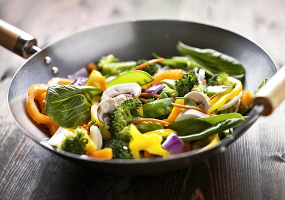 A wok egy Kínában több száz éves hagyományokra visszatekintő konyhai eszköz. Nagy előnye, hogy gyorsan és csaknem zsiradékmentesen készülnek benne az ételek.