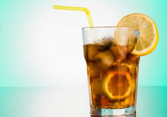 Egyetlen deci Long Island Iced Tea csaknem 400 kalóriát tartalmaz, köszönhetően a benne lévő vodkának, ginnek, tequilának, fehér rumnak, triple secnek és kólának. Valószínűleg ez a valaha volt leghizlalóbb koktél.