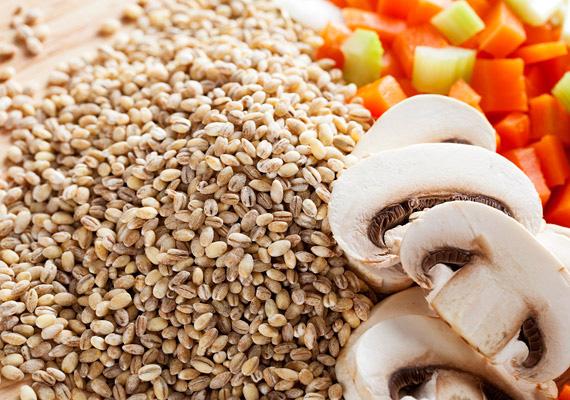 ÁrpagyöngyA gabonafélék között is van egy csomó fajta, amely hatása igen jótékony lehet az alakodra. Természetesen ehhez finomítatlan, hántolatlan állapotban kell őket fogyasztanod.Az árpagyöngy rendkívül jól kiváltja a rizst, és a glikémiás indexe is sokkal alacsonyabb, mint az ázsiai származású gabonának.