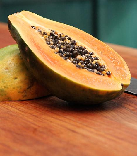 Papaya  A papaya az egyik legerősebb emésztésgyorsító táplálék. A délről származó gyümölcs képes helyreállítani a bélflóra egyensúlyát, így megkönnyíti az emésztést, a legújabb kutatások szerint pedig koleszterincsökkentő és vércukor-szabályozó tulajdonsága sem elhanyagolható.