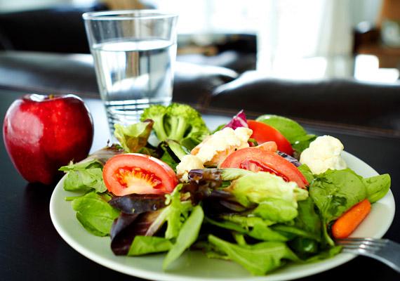 A megfelelő anyagcsere érdekében lényeges, hogy minél több friss rostban gazdag zöldséget, gyümölcsöt, valamint szénsavmentes vizet fogyassz. Ezek hiányában emésztésed lelassulhat, és felszaporodhatnak a plusz kilók.