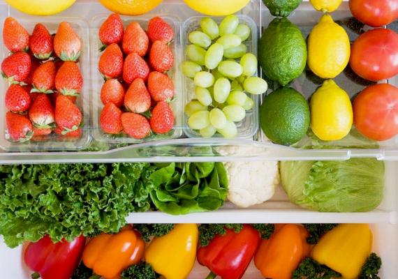A vízhajtó hatású táplálékok mellett a rostban gazdag zöldségek és gyümölcsök fogyasztása is elengedhetetlen, ha lapos hasat szeretnél. Kipróbálhatod a rostdiétát!