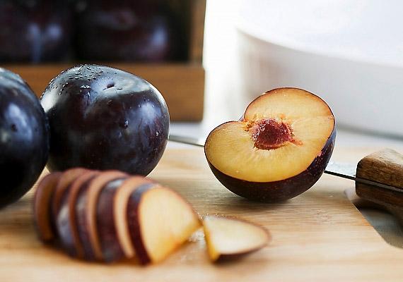 A szilva minden idők legjobb emésztésserkentője, egy, a közelmúltban ismertetett kutatás szerint a szilva, a nektarin és az őszibarack lehetnek az elhízás legjobb ellenszerei. Tudj meg többet a kutatásról!