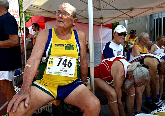 A német származású, Brazíliában született, 98 éves Frederico Fischer jelenleg 100 méteres sprintfutásban világcsúcstartó a 90 és a 95 év feletti korcsoportban. Bár korábban is élete része volt a sport, a Word Masters atlétikai bajnokságon 1979 óta - 62 éves korától - vesz részt.