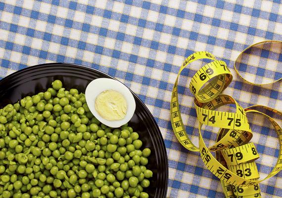 A Flexitarian diéta vegetáriánus alapokon nyugszik, de nem írja elő, hogy teljesen kizárd a húsfogyasztást az életedből - hetente egyszer-kétszer nyugodtan egyél sovány húsokat. A fehérjebevitelt hüvelyesekkel, tojással, magvakkal pótold. Ezen kívül fontos, hogy fogyassz sok zöldséget, gyümölcsöt. Kattints a részletes diétára!