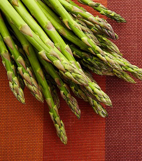 SpárgaA ropogós tavaszi zöldség segíti a máj és a vese kiválasztó funkcióit. Vízhajtó hatása mellett a szívműködés egészségét is segít megőrizni, továbbá a szervezet savtalanításában is szerepet játszik.