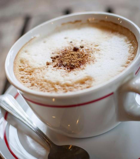 Kapucsínó                         Egy csésze kapucsínó sok helyen a barátnős délutáni beszélgetések szerves részét képezi. Amennyiben diétázol, vedd számításba, hogy egyetlen csészével négyszáz kalória fölötti energiamennyiséget viszel be a szervezetbe.