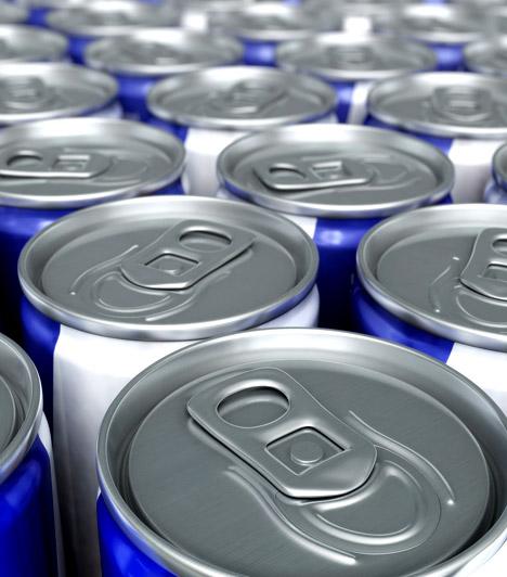 Energiaital                         Ha nem kedveled a kávét és a kapucsínót, jó választásnak tűnhet az energiaital. Ezek a dobozba zárt koffeinbombák valóban felébresztenek, ám cserébe súlyos árat fizetsz - és még a dobozonként 130-150 kalóriányi energiatartalom a legkisebb gond velük.                         Kapcsolódó cikk:                         Szívrohamot okozhat a hétköznapi ital! »