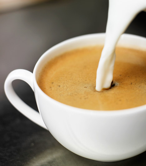 Tejeskávé                         A tejeskávé a kapucsínóhoz hasonlóan kedvelt reggeli vagy délutáni élénkítő ital. Ha fogyókúrázol, energiatartalmát érdemes beleszámolnod a napi fogyasztásba. Két deci tejeskávé kalóriatartalma - attól függően, hogy mennyi tej és cukor van benne - 120-200 között változhat.