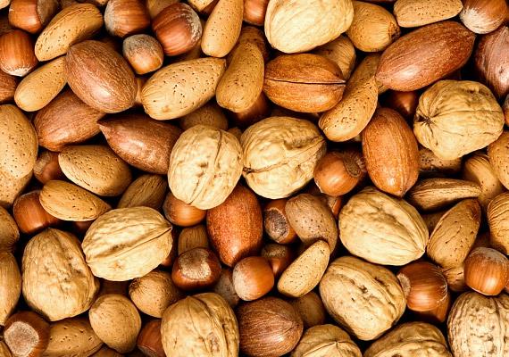 Az olajos magvakat nem ajánlott lefekvés előtt fogyasztani, ha diétázol, de a tízóraira vagy uzsonnára remek választás lehet egy marék mandula vagy dió. Esszenciális zsírsavakat, omega-3 zsírsavat és számos olyan vitamint tartalmaznak, melyek segítik az anyagcserét. Tudj meg többet róluk!