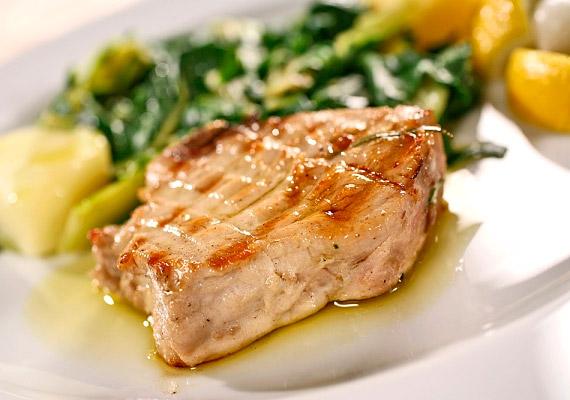 Míg hazánkban elsősorban a disznó- és a szárnyashúsok fogyasztása elterjedt, addig a mediterrán vidékeken sokkal inkább a halat részesítik előnyben. A tengeri halak magas omega-3 zsírsav-tartalmuknak köszönhetően segítenek megelőzni a szívbetegségeket, és fogyasztásuk a vonalaidnak sem árt.