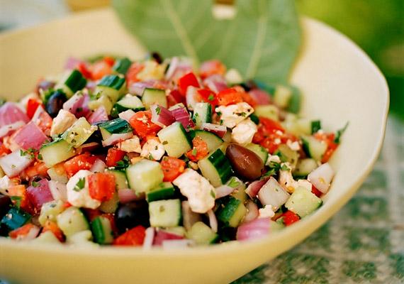 Csakúgy, mint minden egészséges étrend esetében, a mediterrán diétában is fontos, hogy minél több rostban és vitaminban gazdag zöldséget fogyassz.