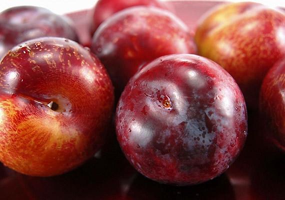 A szilva magas oldható- és oldhatatlanrost-tartalmából adódóan, valamint szorbitoltartalmának köszönhetően kiváló emésztésserkentő és méregtelenítő gyümölcs. Tudj meg róla többet!