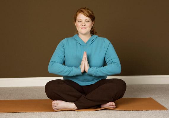A jóga felfrissíti, megnyugtatja testet-lelket. Már 30 perc alatt mintegy 190 kalóriát égethetsz el vele - ám a legtöbb jógaóra 90 perces.