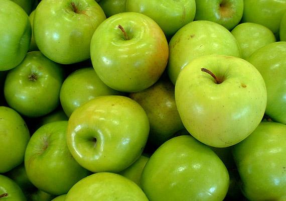 Csaknem minden almafajta negatív kalóriás - ráadásul éven át kapható. A zöld színű, fanyar ízű Granny Smith alma azonban szakértők szerint jobban segíti a fogyást, mint a gyümölcs más fajtái. Elmondjuk, mire képes!