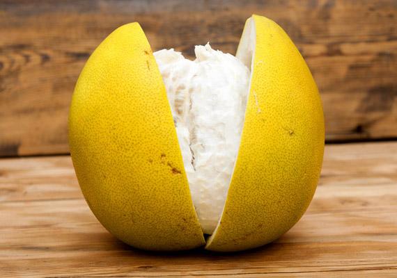 Márciusban még érdemes fogyasztanod a télen megszokott citrusféléket. A pomelóval kapcsolatban ne merüljön fel benned a mennyiségi korlát gondolata. Elmondjuk, mi mindenre jó, amellett, hogy negatív kalóriás!