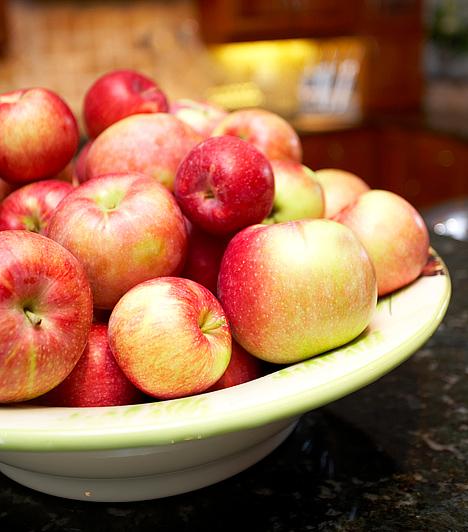 Almaecet-diéta  A diéta az almaecet anyagcsere-gyorsító, emésztésserkentő és étvágycsökkentő hatására épül. Lényege, hogy az étkezések előtt 10-15 perccel meg kell innod két kávéskanál - szénsavmentes vízben elkevert - almaecetet.  Kapcsolódó cikk: Almaecet-diéta »
