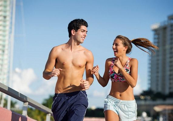 A futás szinte mindenkinek ajánlott kortól és nemtől függetlenül. Bár elvileg télen is űzhető, azért kellemesebb langymeleg nyári estéken futni. Intenzitásától függően fél óra alatt 200, de akár 400 kalóriát is elégethetsz - ehhez azonban már kellő edzettség szükséges. Nézd meg, Budapesten hol futhatsz!