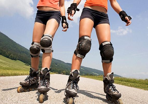 A görkorcsolya nem feltétlenül a kamaszok sportja. Fél óra alatt akár 300 kalóriát is elégethetsz vele, nem mellékesen pedig remekül formálja a lábakat és a popsit.