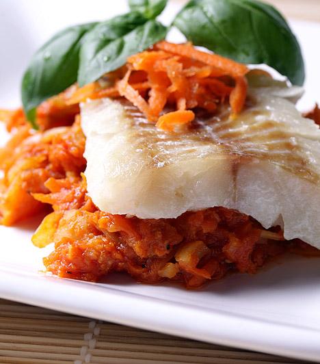 B-vitamin  A vízben oldódó vitaminok közül a C-vitamin mellett a B-vitamin származékai képesek arra, hogy befolyásolják a testsúlyt, hiszen részt vesznek az anyagcsere működtetésében. Segítségükkel bontja le és hasznosítja a szervezet a zsírokat, a fehérjéket és a szénhidrátokat. Értékes B-vitamin-forrás a tengeri hal, a leveles zöldségek, a tojás, a barna rizs, az avokádó és a mangó is.  Kapcsolódó cikk: 3 zsírégető, anyagcsere-pörgető vitamin »