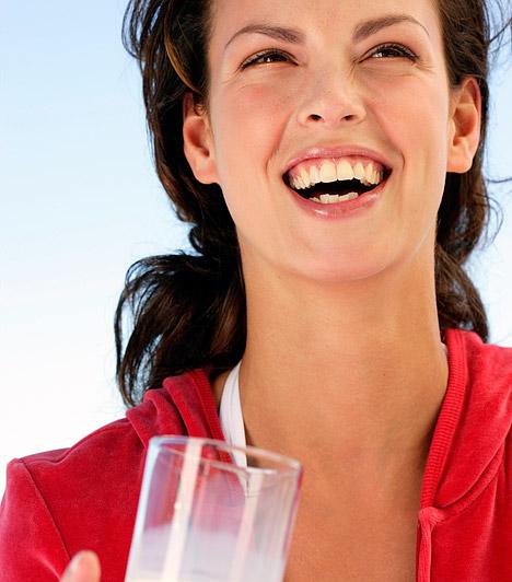 Kalcium  A joghurtban, túróban, tejben és sajtban megtalálható kalcium felel a csontok épségéért, ugyanakkor fontos zsírégető is: fokozza az emésztőenzimek aktivitását, és vízteleníti a szervezetet. Ha nincs elegendő kalcium a szervezetedben, a legjobb diéta is hatástalan marad, és inkább fogsz hízni, mint fogyni.