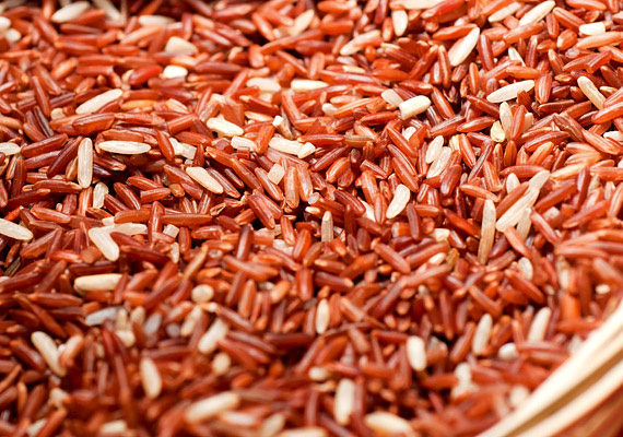 Ha a fehér rizs helyett a barnát választod, csak minimálisan fog többe kerülni, azonban sokkal több rosttal fogyaszthatod az ebédhez a köretedet - nagyban segítve az anyagcseréd megfelelő működését.