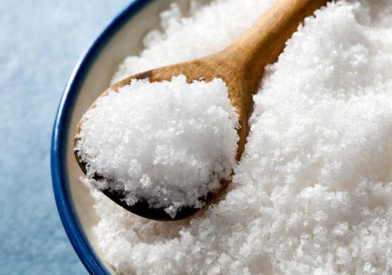 Az emberek jódigényének biztosítása érdekében az asztali só már eleve jódozott formában jut el a konyhákba.