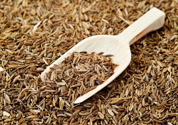 A köményben lévő anyagcsere-serkentő vegyületek segítik a gyomorsav kiválasztását, illetve megszüntetik a gyomor és a belek puffadását és görcseit. Így készíts belőle teát!