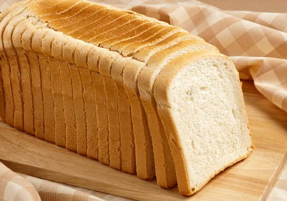 A tartós fehér kenyérrel hasonló a helyzet. Nem csupán a finomított liszt ragad rá a bélbolyhokra - nehezítve ezzel a emésztést -, de a szorbinsav és származéka, amelyek a szeletelt kenyerek tartósságát hivatottak biztosítani, gátolják az élesztő működését a gyártás során, így még több anyagcsere-lassító adalékanyag használatát teszik szükségessé.
