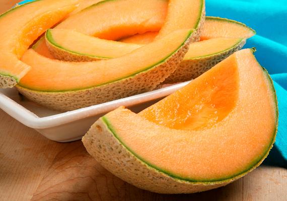 A sárgadinnye sok oldható és nem oldható rostot tartalmaz, ráadásul remek vízhajtó is. Ismerkedj meg a sárgadinnye-diétával! »