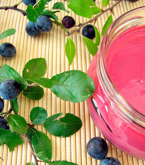 KökényNem csak finom likőrt készíthetsz belőle, a kék bogyókat nyersen, vagy húsok mellé köretként is fogyaszthatod, ha egy méregtelenítő, béltisztító, vízhajtó finomsággal szeretnéd gazdagítani az étrendedet.Kapcsolódó cikk:Béltisztító, anyagcsere-javító házi csodaszer - Te próbáltad már? »