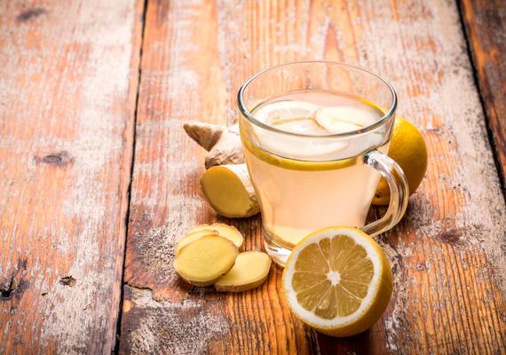 Egy teáskanálnyi finomra reszelt, melegítő hatású gyömbérgyökeret forrázz le egy csésze vízzel. Hagyd állni öt-tíz percig, majd szűrd át. Érdemes étkezés előtt - ízesítés nélkül - fogyasztanod a teát, így jobban segíti a zsírégető, salaktalanító folyamatok beindulását. Ha pedig többet szeretnél tudni a gyömbér fogyasztó hatásáról, kattints ide!