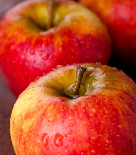 Alma  Almát mindig, mindenhol lehet kapni, ráadásul a legolcsóbb gyümölcsök közé tartozik. Magas C-vitamin-tartalma és rostjai beindítják a zsíranyagcserét, és serkentik az emésztést, kalóriatartalma azonban igen alacsony, ezért szinte bármennyit ehetsz belőle a diéta ideje alatt is, bűntudat nélkül.