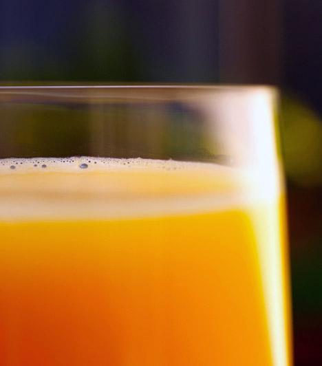 Narancslé  Egy pohár frissen facsart, 100%-os narancslé sűrű, rostos állagának köszönhetően a kezdődő éhséget is képes csillapítani, ráadásul serkenti az emésztést, C-vitaminjai pedig beindítják a zsírégetést. Nemcsak reggelire érdemes elkortyolnod egy pohár savanykás narancslevet, de a délutáni órákban, akár uzsonna gyanánt is jó választás.