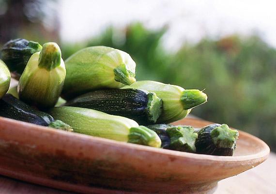 A cukkini bővelkedik B-, C- és K-vitaminban, illetve rostokban. Ezek együttes hatásának köszönhetően gyorsítja az emésztést és a tápanyagok lebontását.