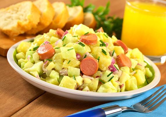Elgondolkodtató, hogy a virslisaláta miképpen került bele a saláta kategóriába. A krumplis változatból 100 gramm akár 300 kcal is lehet - ha majonézt is adsz hozzá, már ne is próbálj utánaszámolni.