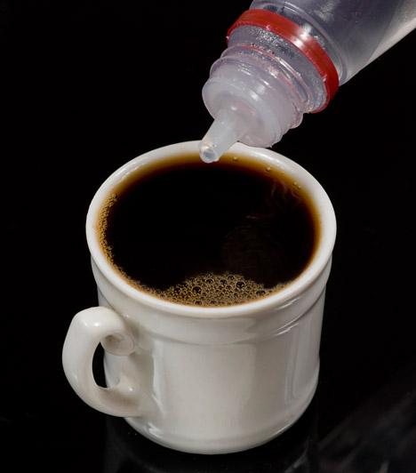 Mesterséges édesítőszerek                         A cukor elhagyása a fogyókúrák első lépése, de ne dőlj be a reklámoknak: a mesterséges édesítők használata csak látszatmegoldást jelent. Egyrészt ezek a termékek savasító hatásúak, másrészt a bennük található mesterséges anyagok lebontása nagyon megterheli a szervezetedet, ennek következtében pedig lelassul az anyagcseréd.                         Kapcsolódó cikk:                         3 fogyókúragyilkos táplálék - Pedig azt hiszed, fogyasztanak »