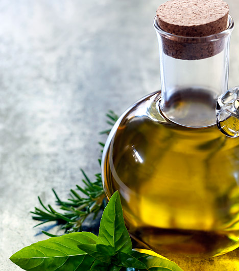 Napraforgó olaj                         A sav-bázis helyreállító diéta során semmilyen olaj fogyasztása nem javallott, a finomított napraforgó olaj fogyasztása azonban kifejezetten káros. Lehetőleg ne használj semmilyen zsiradékot az ételeid elkészítéséhez, ha mégis, akkor az inkább olívaolaj, lenmagolaj, esetleg kókuszolaj legyen.                         Kapcsolódó cikk:                         Hízol, pedig nem eszel? Egy rejtett zsírtápláló anyag az oka! »